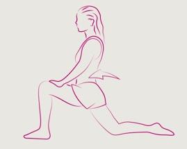 Žena se isteže u iskoraku sa prednjom nogom pod 90 stepeni